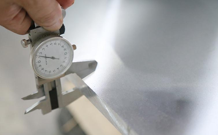 铝板按照产品的外型轮廓尺寸、产品壁厚分类有哪些分类?
