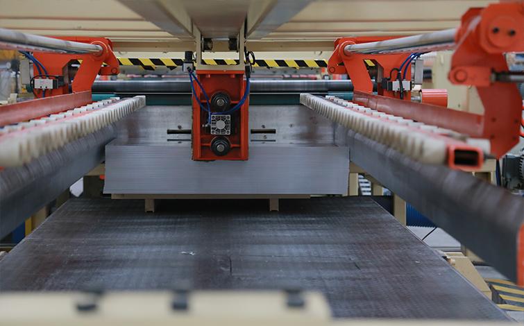 铝板的加工生产方式及优劣对比